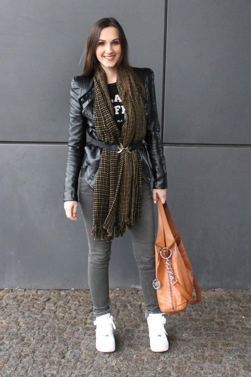 Valentina_Blackleatherjacket31