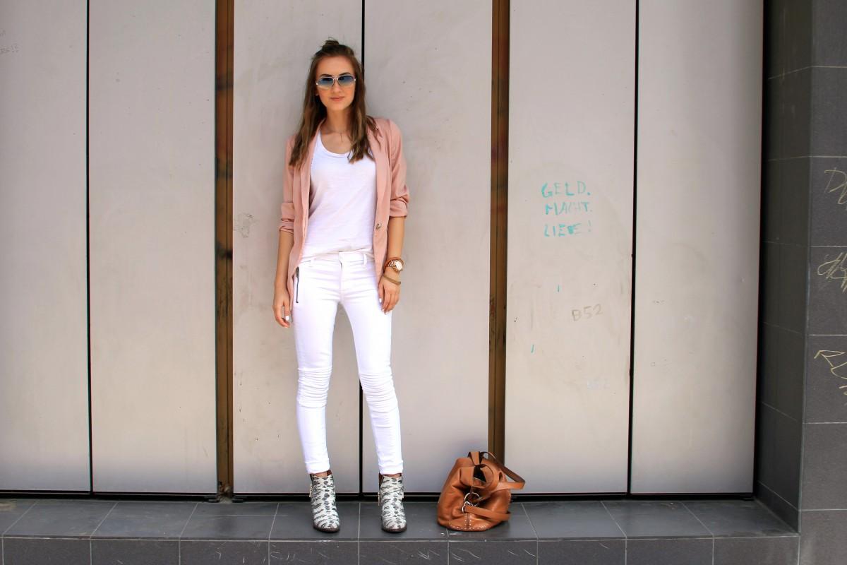 Valentina_White_Outfit_Original